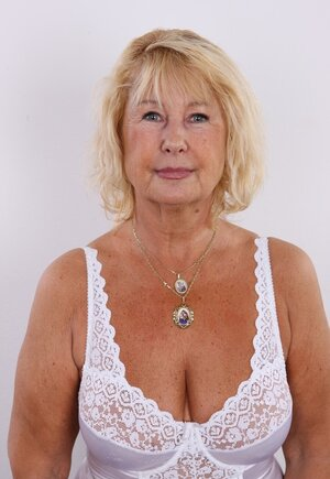 Aged diva shamelessly shows off saggy natural bra buddies and unshaved twat