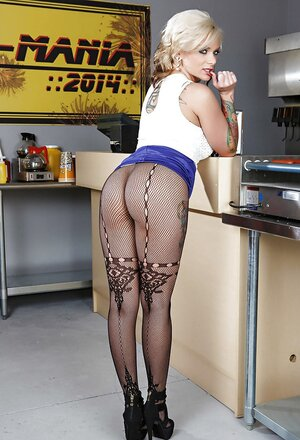 Women wears no panties under tights to be able to quickly report her cherry